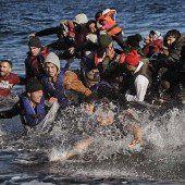 218.400 Menschen flohen im Oktober über das Mittelmeer