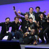 Siegreiche Studenten in Barcelona