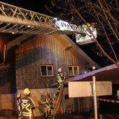 Hausfassade durch Brand beschädigt