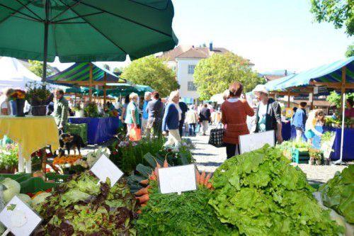 """Frisches Gemüse auf dem Rankweiler Wochenmarkt: """"Erntedank"""" soll das Bewusstsein für gesunde Ernährung stärken."""