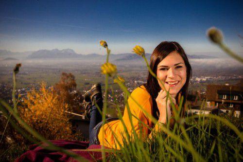 In Bildstein genießt Sabine aus Sulz das schon unheimliche Frühlingswetter im Herbst.