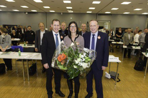Jutta Gunz mit Bernhard Heinzle (l.) und Hubert Hämmerle (r.) bei der gestrigen Vollversammlung der Arbeiterkammer Vorarlberg.