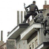 Terrorverdächtige sind weiterhin auf der Flucht