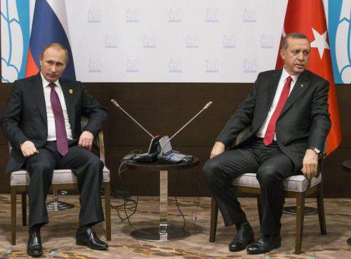 Schon beim G20-Gipfel, also vor dem Abschuss des russischen Bombers durch die Türkei war das Verhältnis zwischen Putin (l.) und Erdogan angespannt.