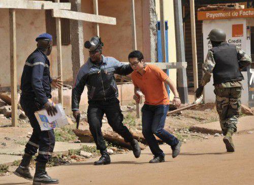 Spezialeinheiten beendeten die Geiselnahme. Bis zu 170 Menschen waren in der Gewalt der Angreifer.