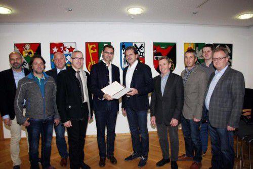 Standesrepräsentant Bitschnau übergab Petition an LH Wallner.