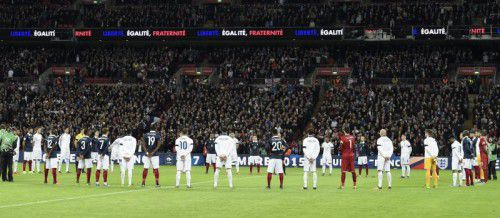 Symbol der Solidarität im Londoner Wembley-Stadion vor dem Duell zwischen England und Frankreich.