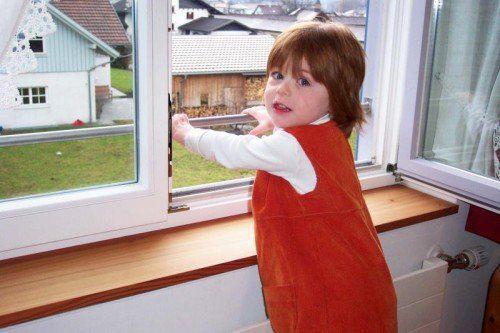 Offene Fenster können Kindern gefährlich werden. sicheres Vorarlberg