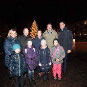 Weihnachtszauber vor dem Landhaus
