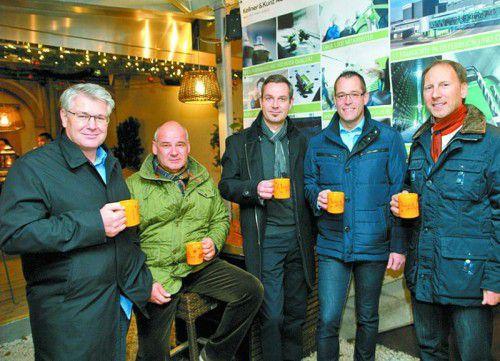 Vorstand Walter Bostelmann (2. v. rechts) mit den Verkaufsleitern Konrad Klammer, Gerald Weissenbrunner, Christoph Scharinger und Peter Schmidere.