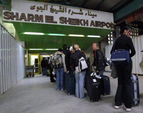 Zahlreiche Flüge aus Sharm el Sheik wurden gestrichen. Tausende Urlauber saßen im Badeort fest.