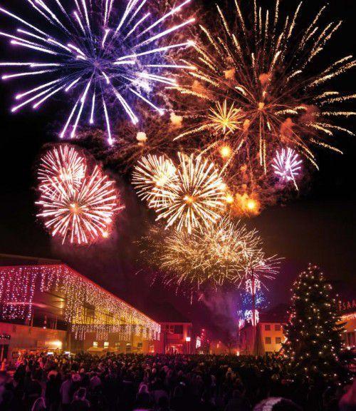 Das neue Jahr wird in Lustenau mit viel Musik und Feuerwerk begrüßt. mike siblik