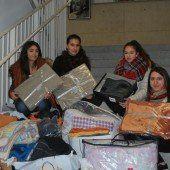 Schülerinnen haben für Flüchtlinge gesammelt