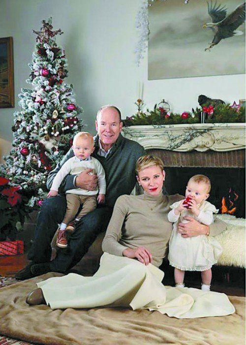Das Fürstenpaar postete das Familienfoto auf Facebook.