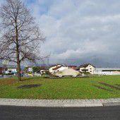 Betonporsche im Kreisverkehr in Hohenems