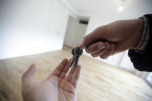 Über die Zahl ist man sich nicht einig, aber dass es viele leer stehende Wohnungen im Land gibt, ist klar. Ein neues Modell will diese Wohnungen mobilisieren.APA