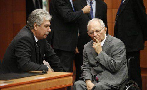 Die offenen Fragen werden bis Mitte 2016 geklärt, sagt Schelling (l.). Schäuble (r.) warnt vor einer weiteren Finanzkrise.