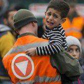 Soldaten erhalten in Spielfeld Pfefferspray