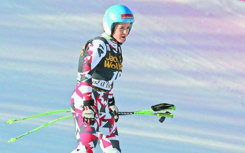 Endstation Fangnetz: Elisabeth Görgl produzierte in der Abfahrt in Val d'Isère einen spektakulären Sturz.