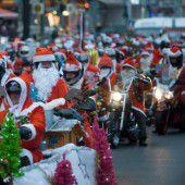 Weihnachtsmänner touren durch Berlin