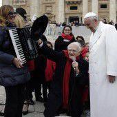 Pilger  singen für  den Papst