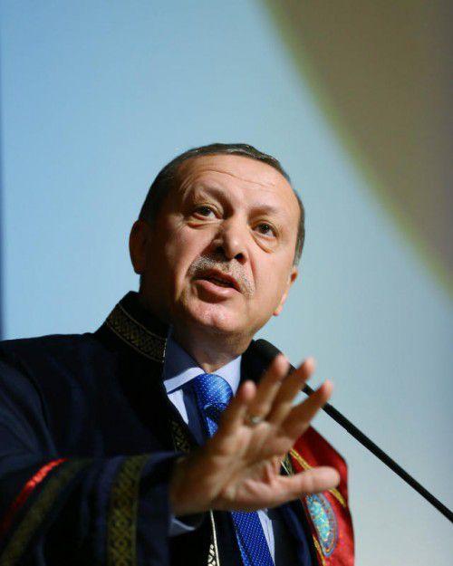 Erdogan will die Türken mit Hitlers Führersystem beglücken.