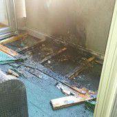Flammen auf Balkon in Schruns