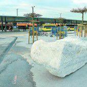 Skulptur auf Hohenemser Bahnhofplatz