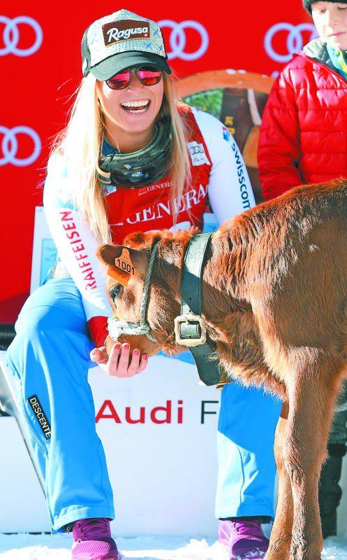 Für Lara Gut gab es als zusätzliche Belohnung für den Sieg in der Abfahrt in Val d'Isère ein Kalb.