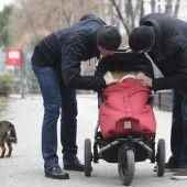 Homosexuelle Paare dürfen adoptieren