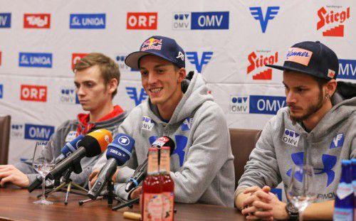 Gregor Schlierenzauer (Mitte) mit den Teamkollegen Manuel Poppinger (l.) und Manuel Fettner.