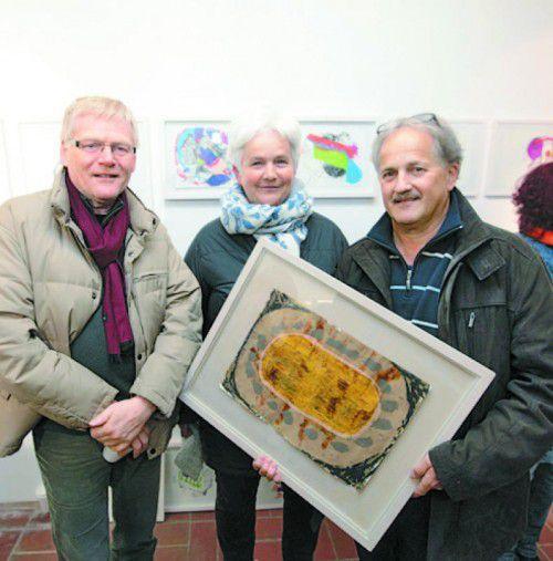 Helmut und Hildegard Schlatter mit Künstler Alois Galehr.