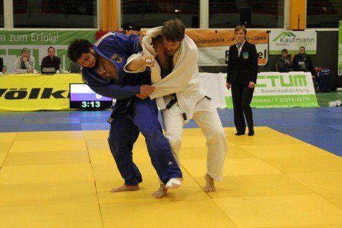 Hohenems-Gastkämpfer Benjamin Bouizgarne (blauer Kimono) beendete seine drei Kämpfe siegreich.