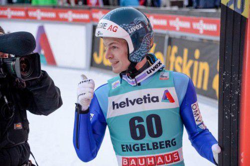 Michael Hayböck freut sich über seinen zweiten Platz beim Weltcupspringen in der Schweiz.