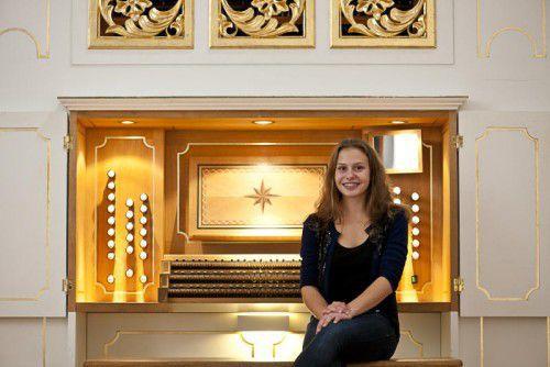 Organistin Barbara Salomon ist zur Weihnachtszeit im Einsatz.