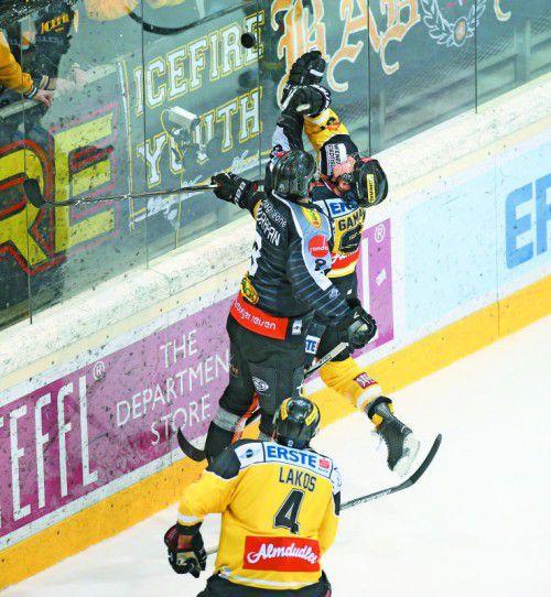 Reichweitenduell von Marek Zagrapan und Simon Gamache – heute gibt es auf Dornbirner Eis einen neuen Versuch.