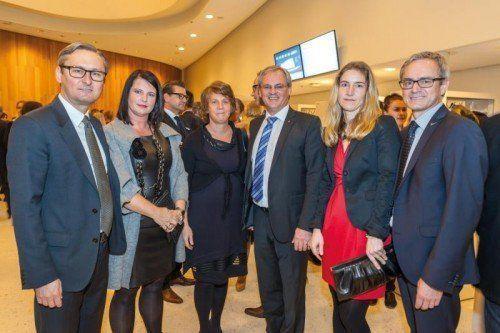 V. l. Vorstandsvorsitzender Volksbank Vlbg. Gerhard Hamel mit Alexandra, Landtagspräsident Harald Sonderegger mit Caroline, Vorstandsdirektor Volksbank Vlbg. Helmut Winkler mit Silvia.