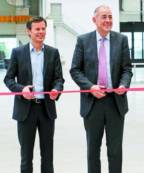 Werkseröffnung 2014: Nun hat Produktionschef ThomasBischof (l.)Zumtobel-CEOUlrich Schumacher die Gefolgschaft aufgekündigt
