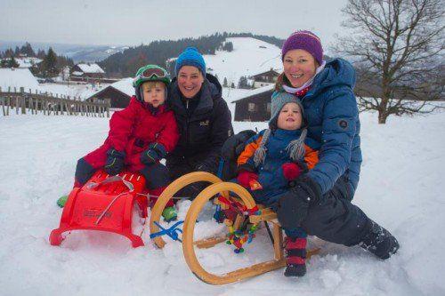"""Am Montag hieß es am Bödele """"Wintererwachen"""": Ulla und Linda mit Nico und Mailys aus Konstanz genossen dort den gestrigen Tag."""