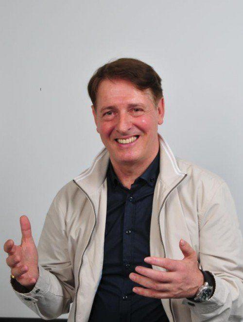 """Arno Holzmann hat indische und westliche Astrologie studiert. """"Die Sterne zwingen nicht, sie zeigen nur Tendenzen an"""", sagt er."""