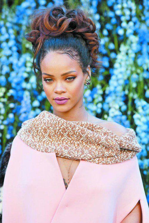 Auch Rihanna hat sich schon in trendiges Quartz Rosé gehüllt.
