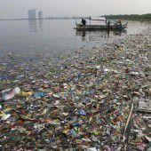 Kleine Plastikpartikel verdrecken die Meere