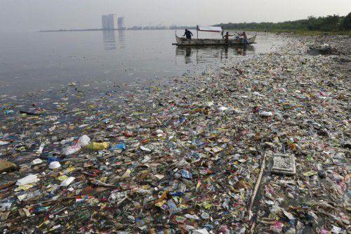 Insgesamt gelangen nach Schätzungen jedes Jahr weltweit 9,5 Millionen Tonnen Plastik ins Meer. Foto: Reuters