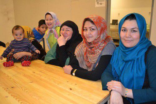 Bei den Bewohnern der Flüchtlingsunterkünfte Frastanz, Thüringen und Sonntag freut man sich über Tische von Ikea.