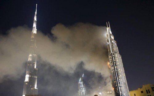 Das 300 Meter hohe Gebäude stand in Flammen.