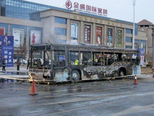 Der Bus brannte völlig aus, 17 Menschen konnten den Flammen nicht mehr entkommen.