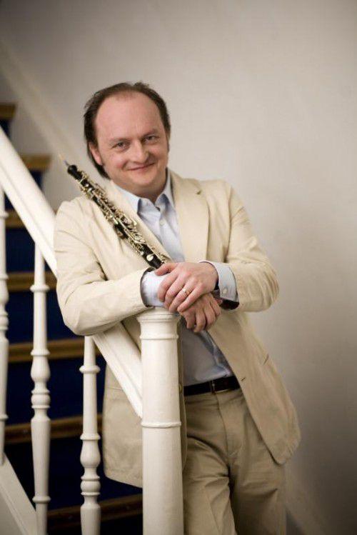 Der französische Ausnahmekünstler François Leleux hat beim dritten Abokonzert im Montforthaus und im Festspielhaus Bregenz eine Doppelfunktion inne: Er ist Dirigent und Solist zugleich.