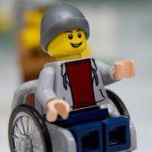 Lego-Figur  im Rollstuhl