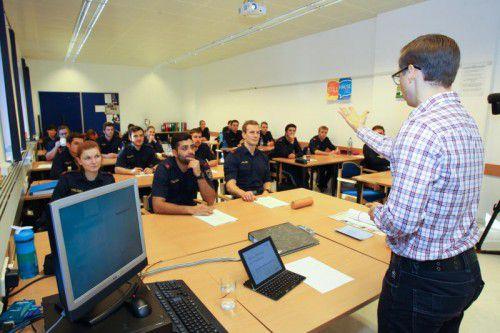 Die Polizeischülerinnen und -schüler während eines kürzlich abgehaltenen Ausbildungslehrgangs in Gisingen.