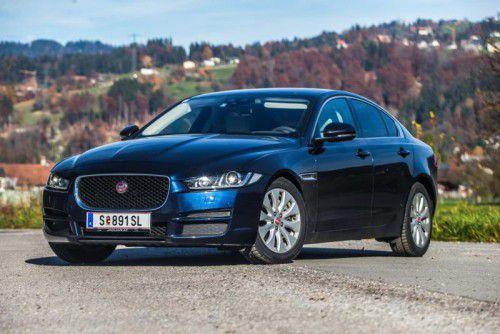 Elegant und durchtrainiert: So präsentiert sich die Kompakt-Limousine Jaguar XE.